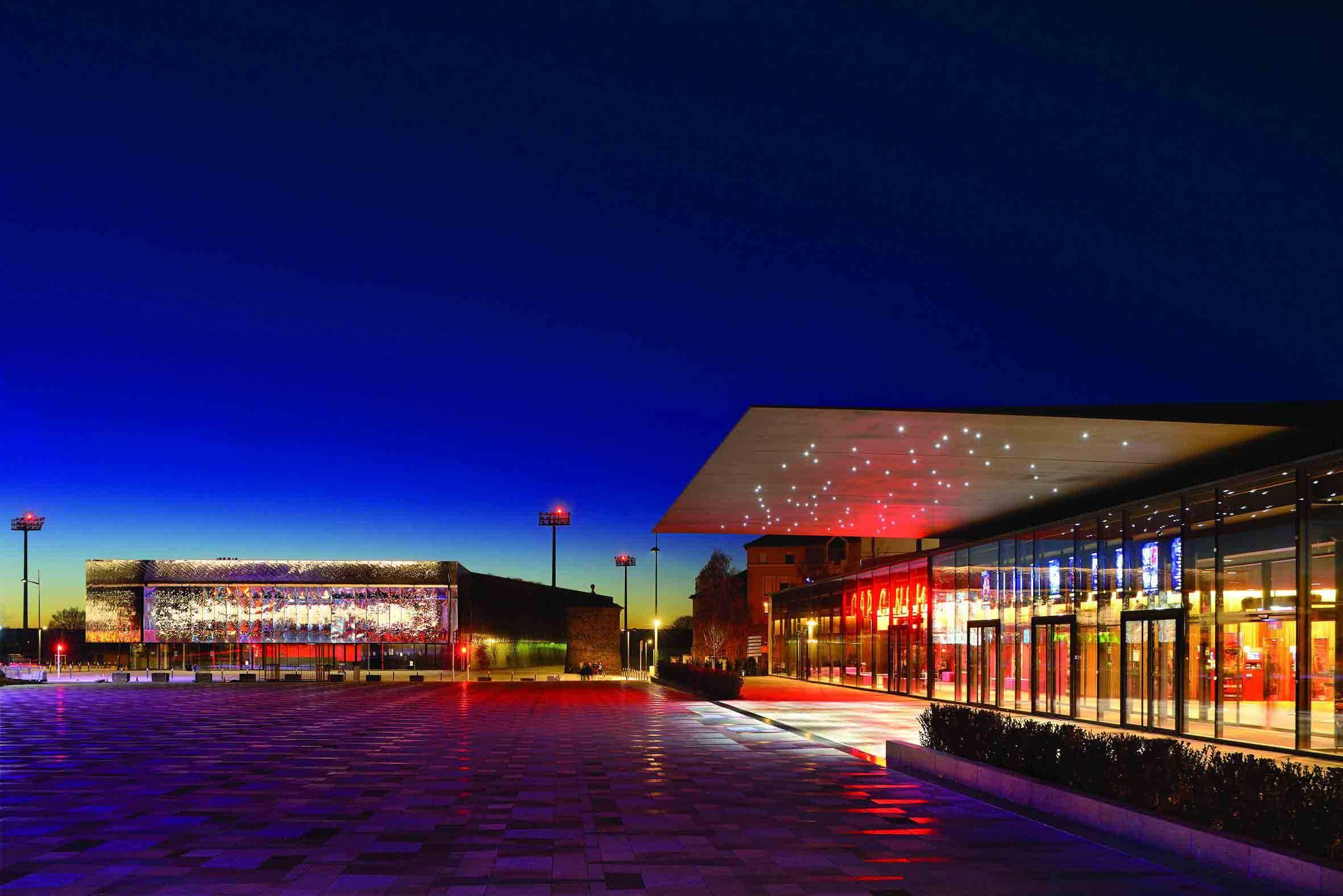 Ductal uhpc 法国罗德兹复合电影院屋面解决方案
